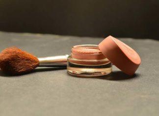 Jak stosować podkład pod makijaż?
