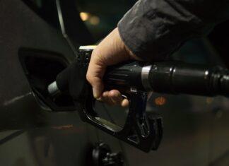 Jak spuścić paliwo z baku?